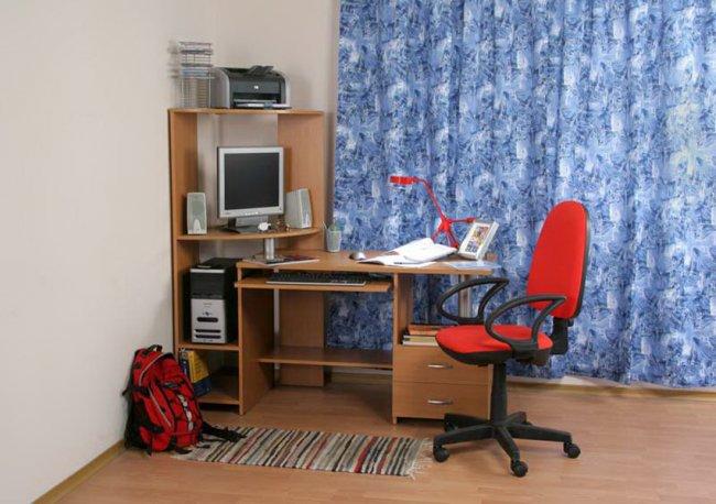 Компьютерные столы в домашних условиях